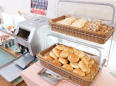 焼き立てパンをお召し上がりいただけます。